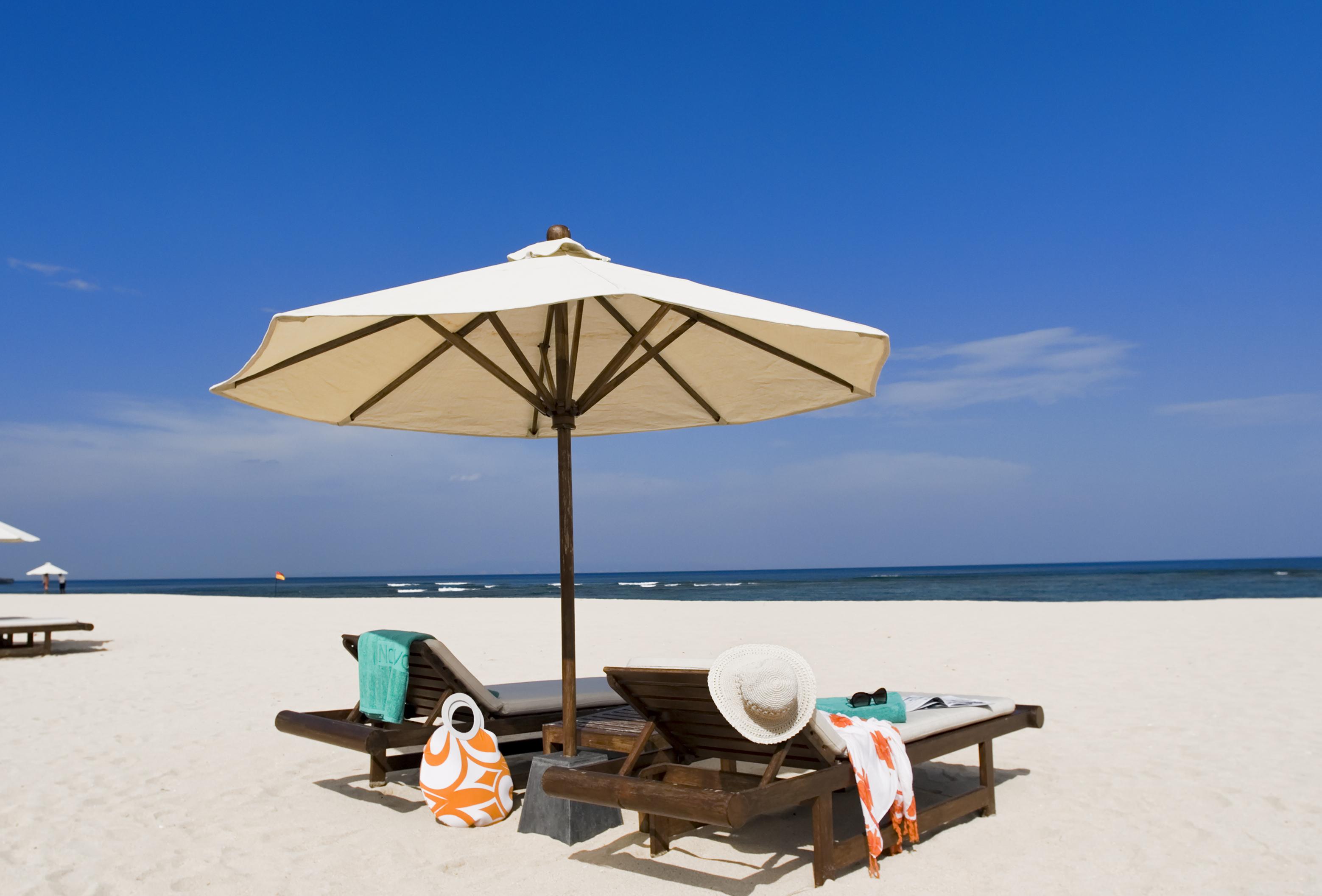 фото на отдыхающих на пляже